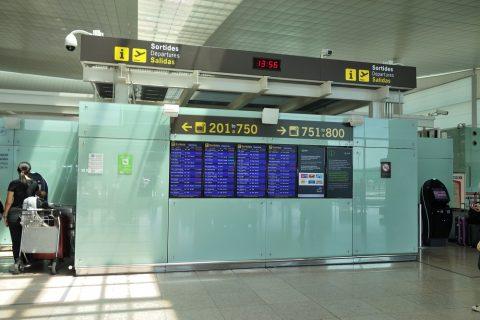 バルセロナ空港電光掲示板