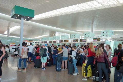 バルセロナ空港ルフトハンザチェックインカウンター