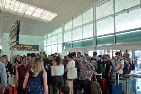 バルセロナ空港の行列