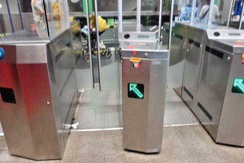 barcelona-metro/改札口