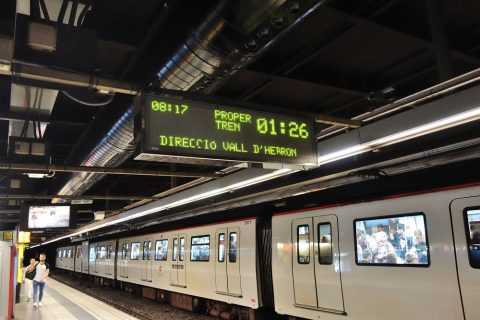 barcelona-metro/電光掲示板