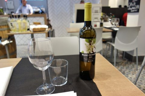 ca-la-nuri-barcelona/ワインボトルとグラス