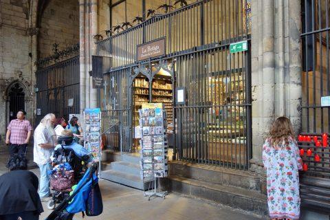 バルセロナ大聖堂のギフトショップ