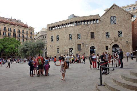 バルセロナ大聖堂前広場