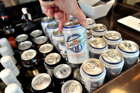 dali-vip-lounge-madrid/サンミゲルの缶ビール