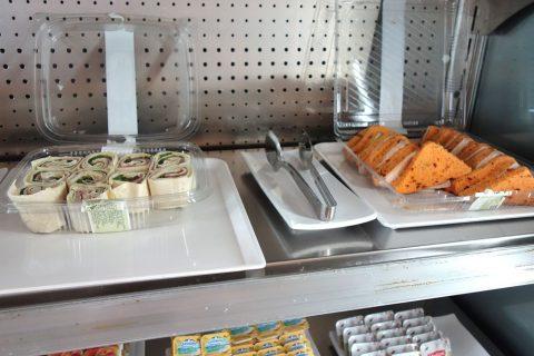 dali-vip-lounge-madrid/ビュッフェのサンドイッチ