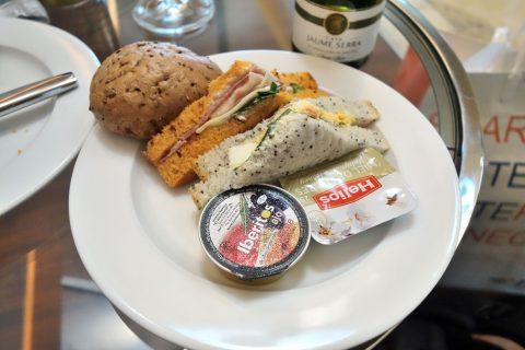 dali-vip-lounge-madrid/ランチタイムの食事