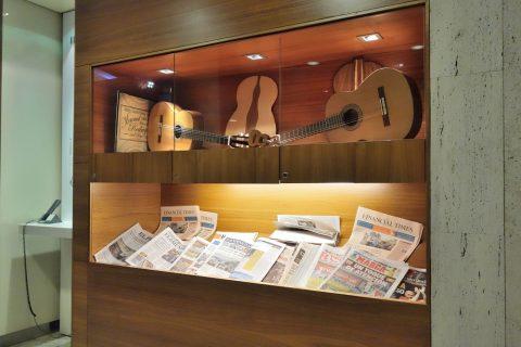 dali-vip-lounge-madrid/ギター