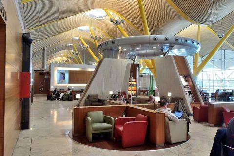 dali-vip-lounge-madrid/円盤の様なデザイン