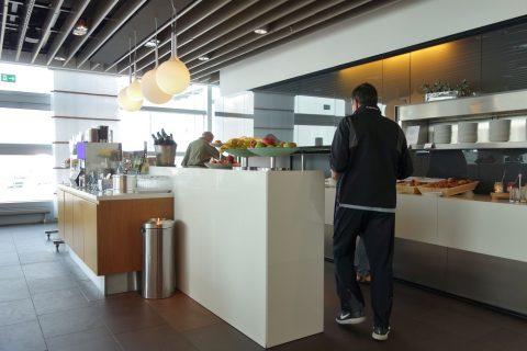 frankfurt-airport-lufthansa-business-lounge/朝食ビュッフェ