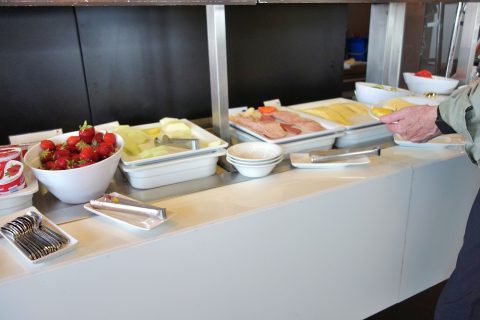 frankfurt-airport-lufthansa-business-lounge/ハムやチーズ