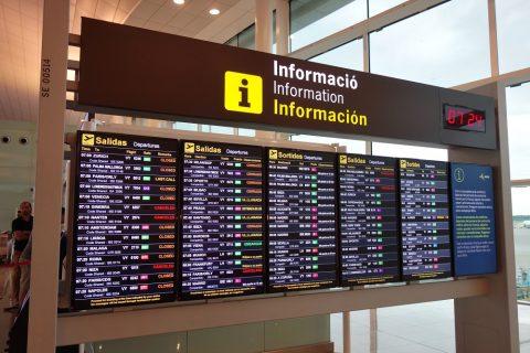 バルセロナ空港の掲示板