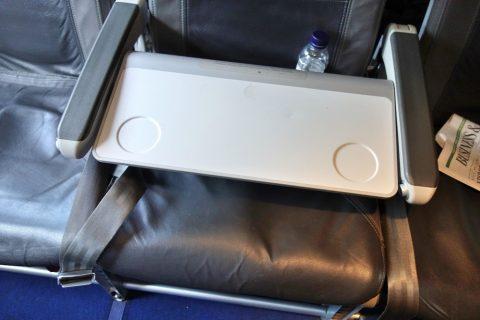 ルフトハンザ航空ビジネスクラス/中央のテーブル