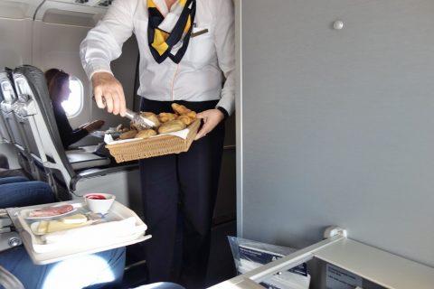 パンのサーブ/ルフトハンザ航空