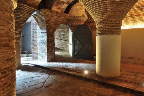 グエル邸の地下の柱