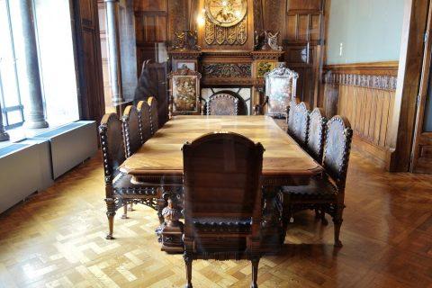 グエル邸の食堂