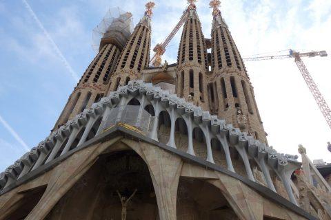 sagrada-familia/受難のファサードの骨の柱