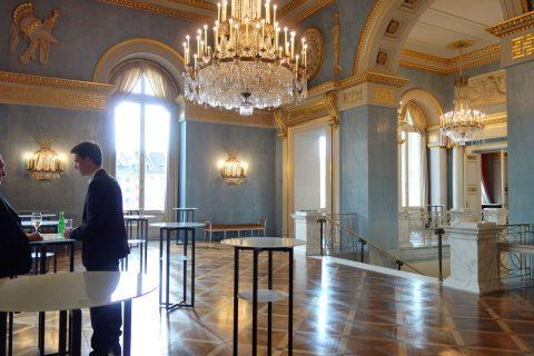 Bayerische-Staatsoper/ホワイエのカクテルテーブル