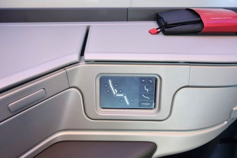 american-airlines-businessclass-seat/シートコントローラー