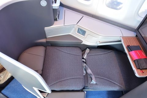 american-airlines-businessclass-seat/ベッドポジション