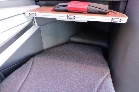 american-airlines-businessclass-seat/足元のスペース
