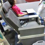 アメリカン航空プレミアムエコノミーを体験!最前列だけは特別仕様のシート!