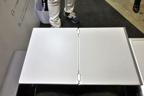 アメリカン航空プレミアムエコノミーのテーブル