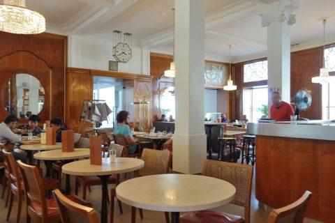 cafe-bazar/テーブル