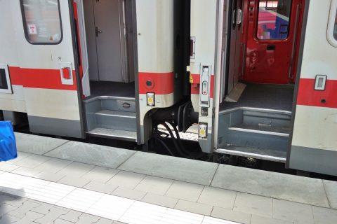 db-euro-city/出入り口の階段