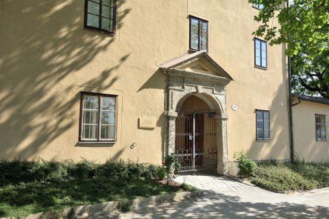 ノンベルク修道院入口