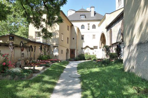 ノンベルク修道院の中庭
