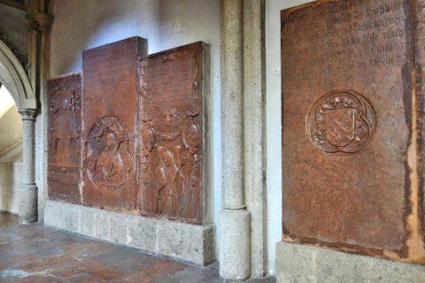ノンベルク修道院教会の石板