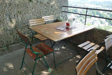 panorama-restaurant-salzburg/椅子とテーブル