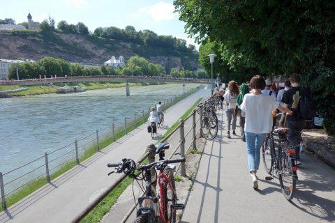 ザルツァハ川沿いのサイクリングロード