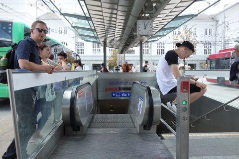 ザルツブルク中央駅バス乗り場エスカレーター