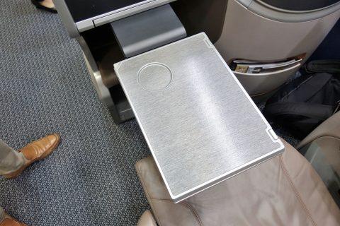 シンガポール航空ビジネスクラス/テーブル小
