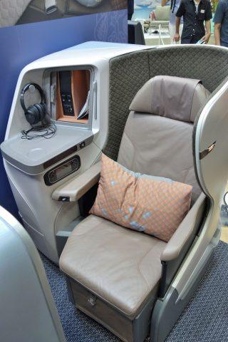 シンガポール航空ビジネスクラス/シート幅