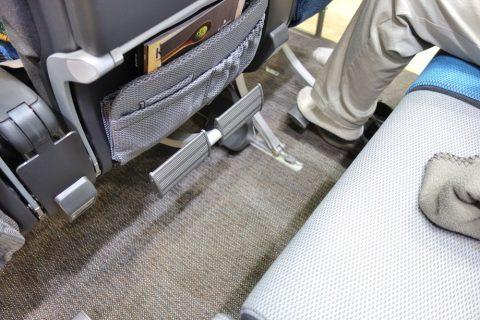 シンガポール航空エコノミークラス/フットレストの収納