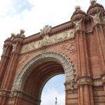 スペインにもあった!バルセロナの凱旋門をパリと見比べると…?