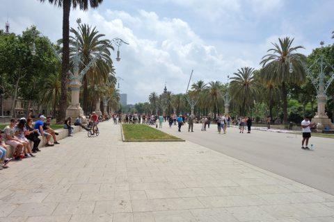 Arc-de-Triomf/凱旋門前の遊歩道