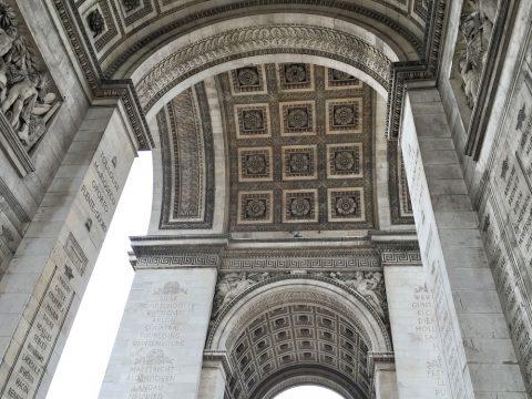 パリ凱旋門の裏側