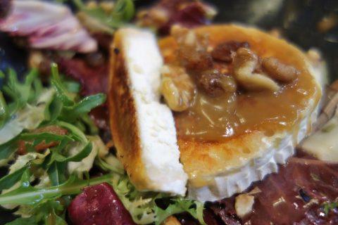 CERVECERIA-BAVIERA/ヤギのチーズ