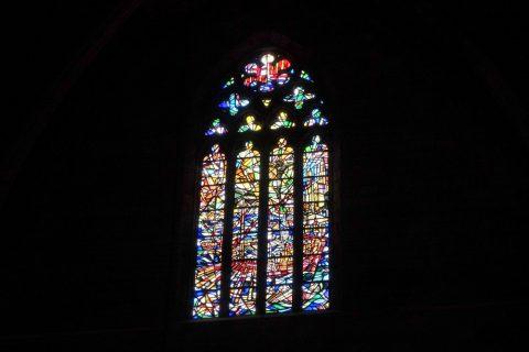 basilica-santa-maria-del-mar-barcelona/芸術的なステンドグラス