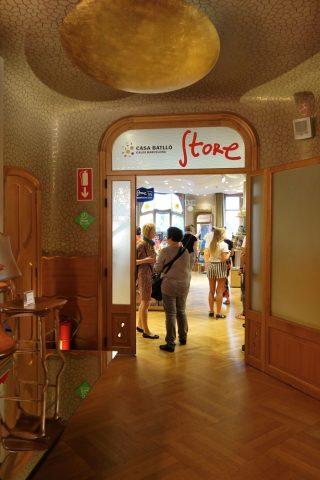 casa-batllo/お土産コーナー入口