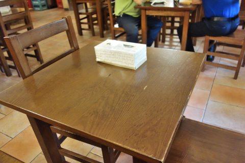 chen-ji-barcelona/椅子とテーブル