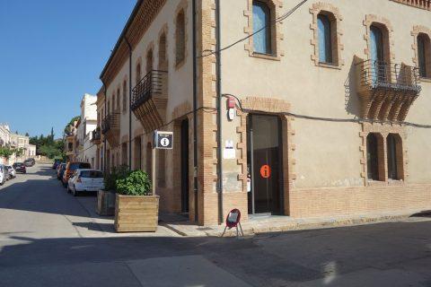 colonia-guell-barcelona/チケットオフィスの建物