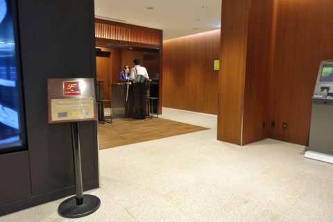 福岡空港JALファーストクラスカウンター