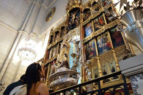アルムデナ大聖堂の黄金の祭壇