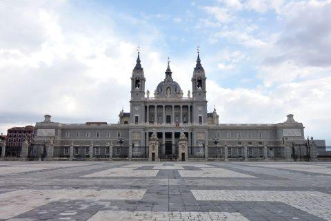 アルムデナ大聖堂の全容