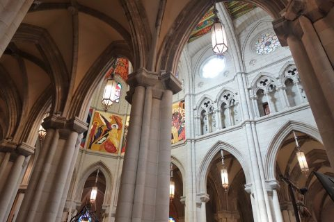 アルムデナ大聖堂の営業時間